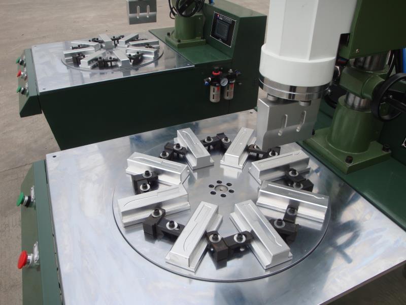自动转盘式超声波焊接机(16工位)